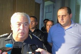 El comisario Hugo Matkin, junto al Secretario de Gobierno, Néstor Luciani, al disolverse la movilización cerca de las 3 de la madrugada