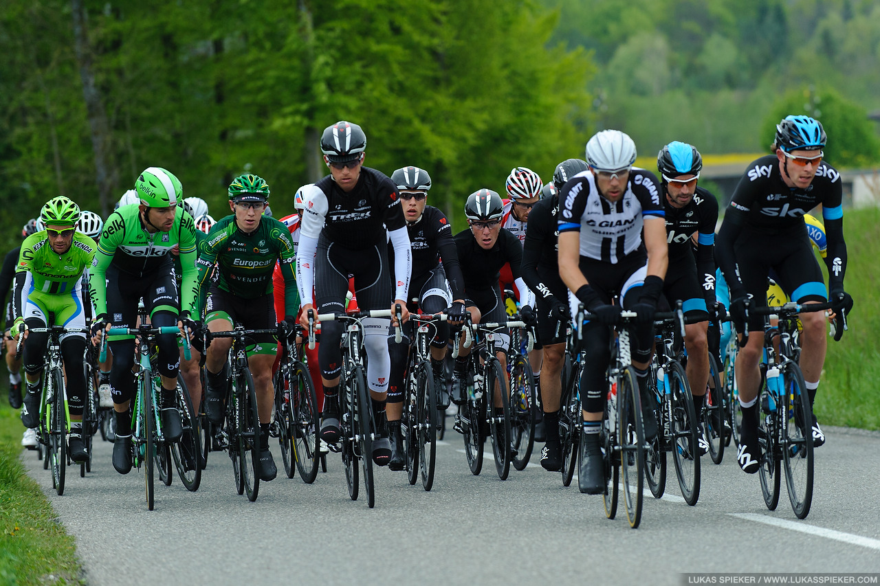 Riders climb to Arconciel in the 4th stage of the Tour de Romandie in Switzerland May 3, 2014.