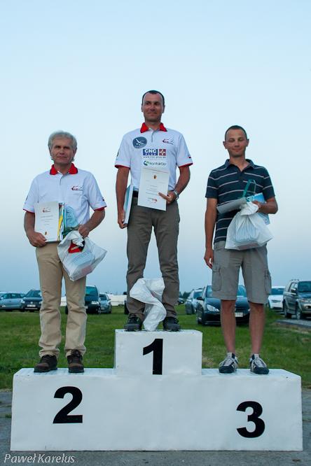 (1) Łukasz Błaszczyk 1 miejsce, Krajowe Zawody Szybowcowe w klasie Standard - Stalowa Wola 2014 rok, fot.Paweł Karelus
