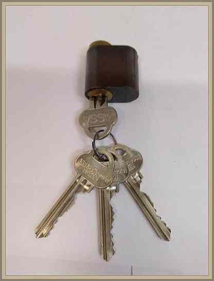 ASSA 701 NN avainpesä ruskea 4 avainta
