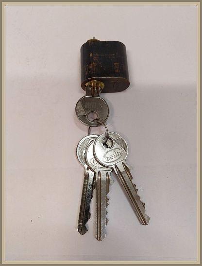 Boda ovaalipesä A sarja ruskea 4 avainta.