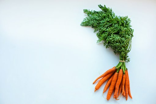carrots with tops for getting clean