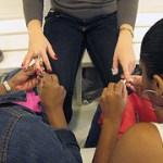Surpresa, surpresa: a manicure é de graça!