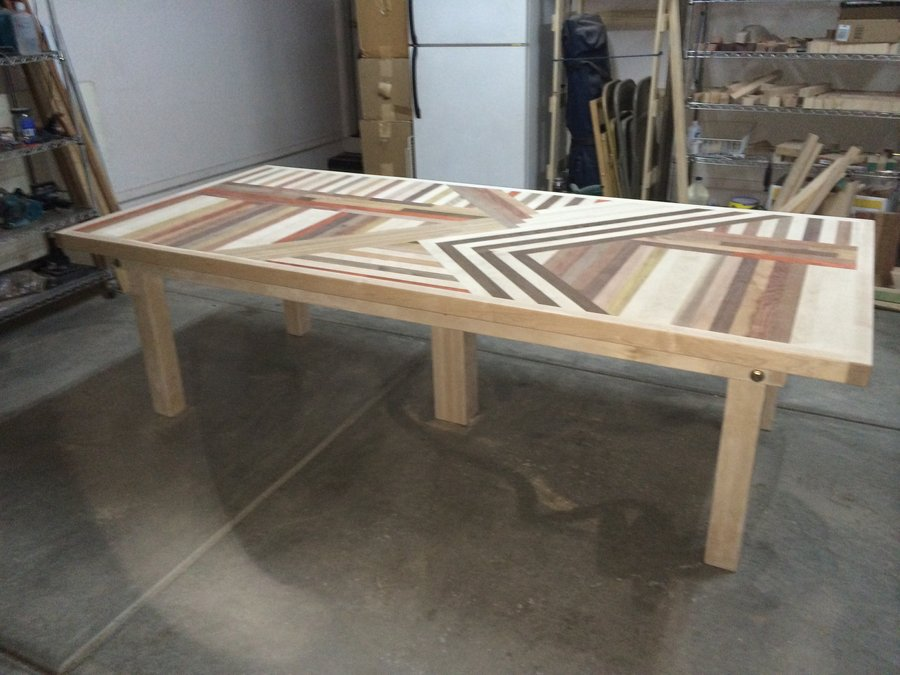 dining table with crazy top pattern