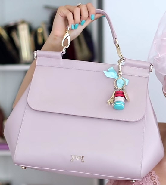 Geanta lila spre roz murdar cu forma trapezoidala de la YVY Bags