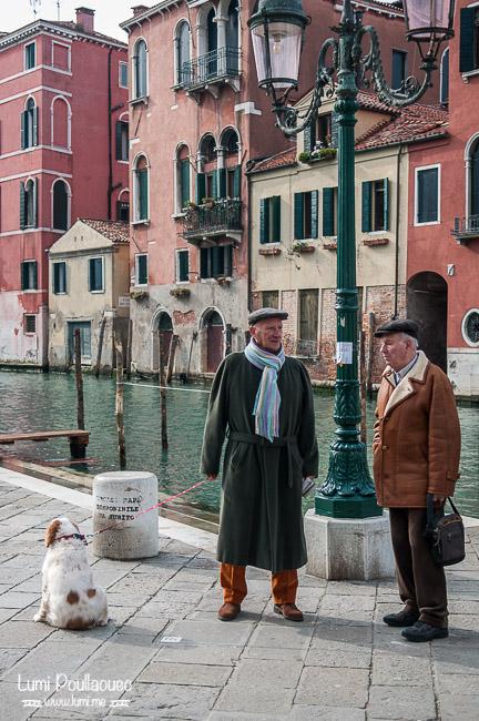 Venise - Italie - carnaval déguisement ruelles chien papy