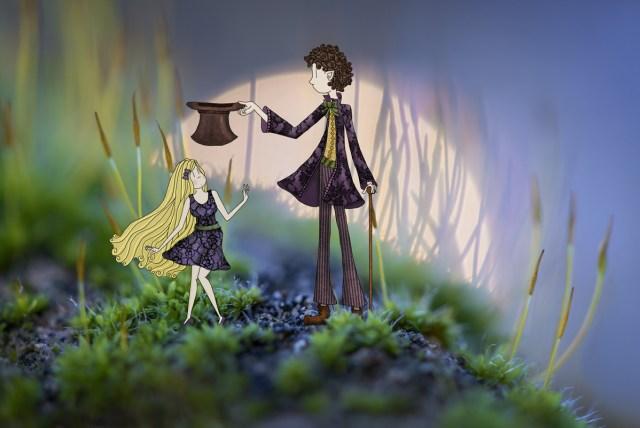 Alice au pays des merveilles rencontre le chapelier fou dans un univers mystérieux. © Lumi Poullaouec