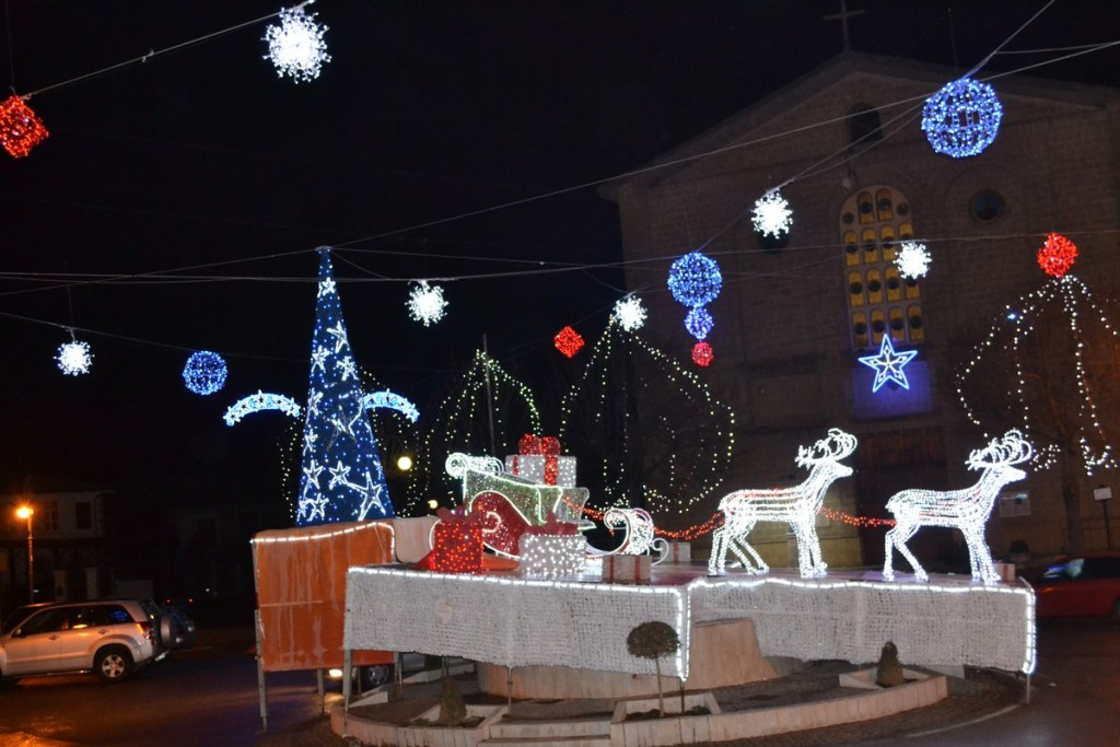 (Foto 15 -00g) Slitta con pacchi regali +albero e sfere 10mx6m