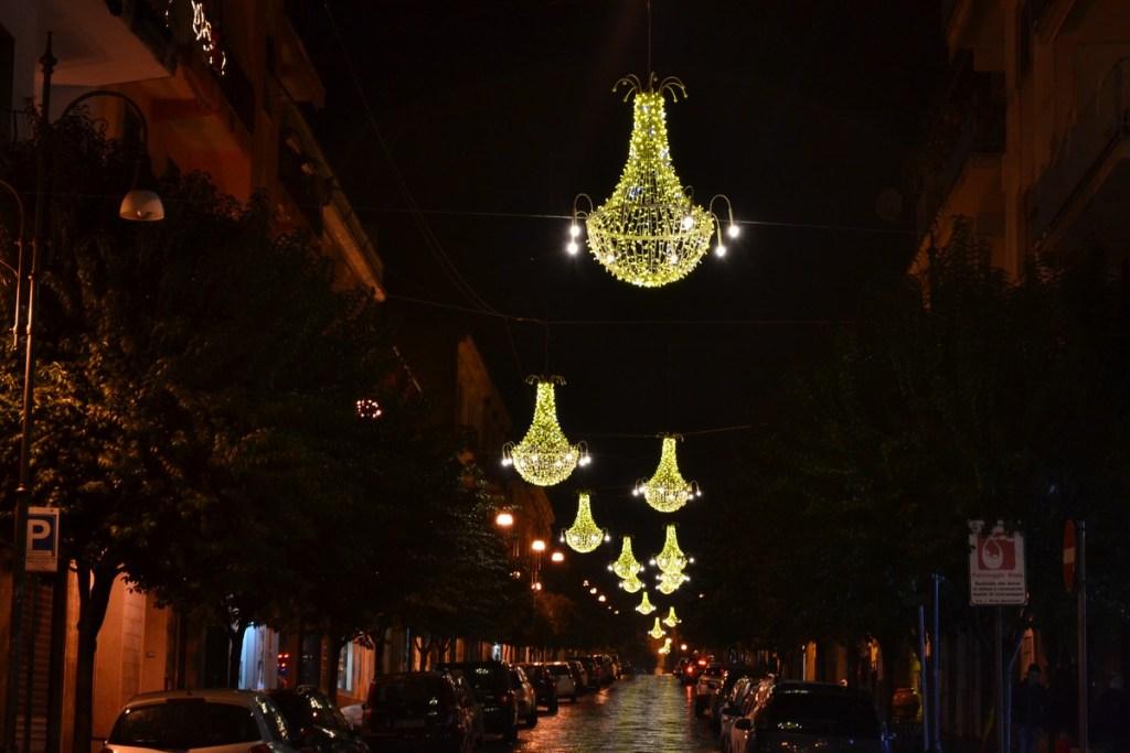 (Foto 15 -02 a) Corso con Lampadari P. bianco oro 1.80mx1