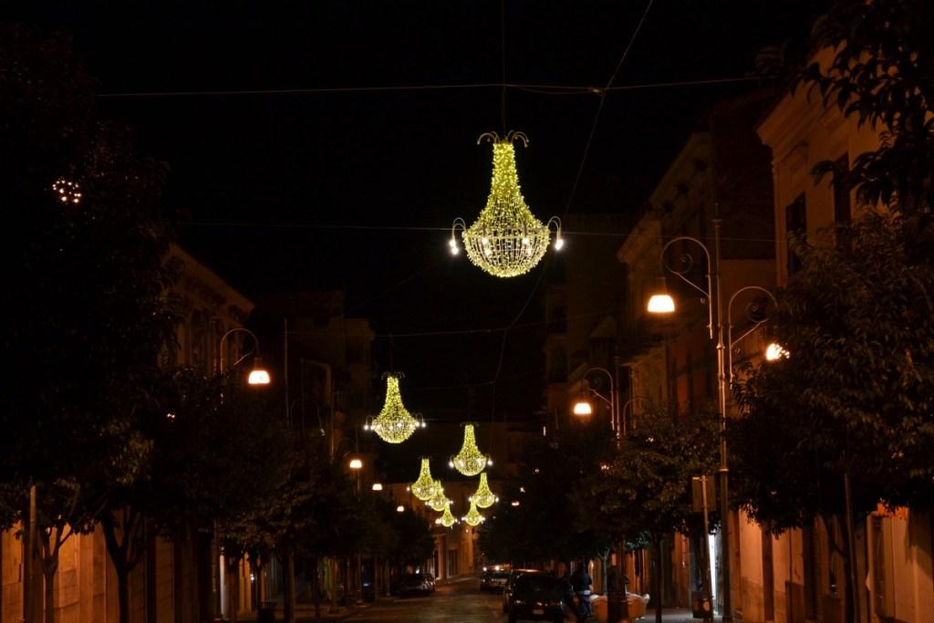 (Foto 15 -02 d) Corso con Lampadari P. bianco oro 1.80mx1