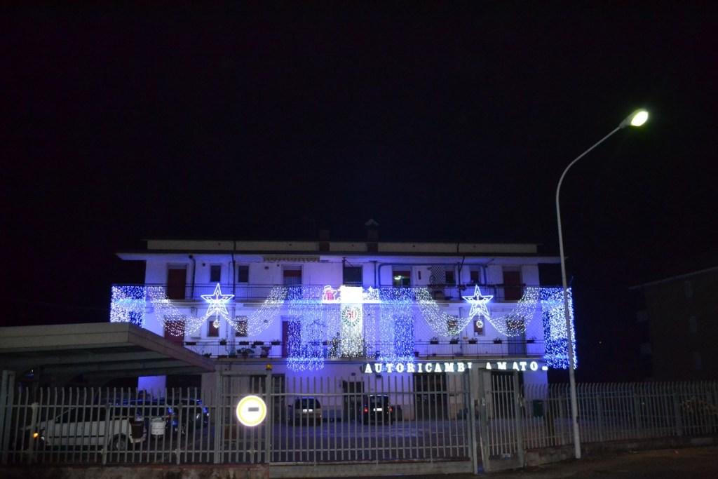 (Foto 15- 28) Parete luminosa blu e bianco flash + motivi
