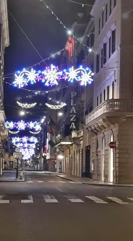 VIA DEL CORSO ROMA FESTONE CON STELLE