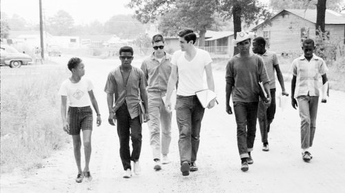 Freedom Summer volunteers and locals canvass in Mississippi in 1964 to get black people to the polls. Photo by Ted Polumbaum/Newseum