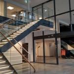 Glasräcke i ståltrappa