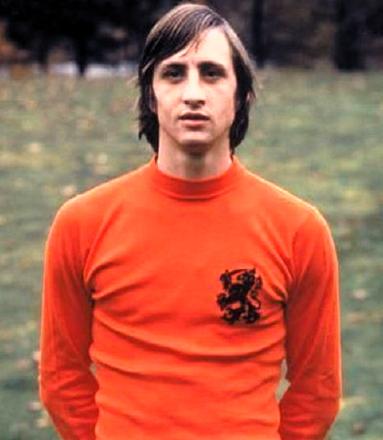 9d79ccc62beb27 Johan Cruijff, conosciuto anche come Cruyff (Amsterdam, 25 aprile 1947) è  stato il giocatore più emblematico dell'Ajax e dell'Olanda
