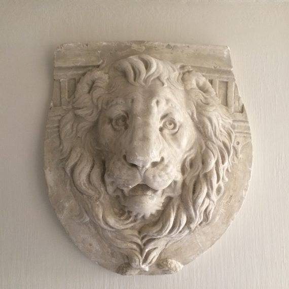 Sculture lion