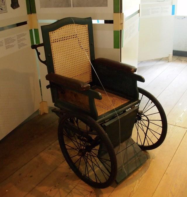 alter Rollstuhl