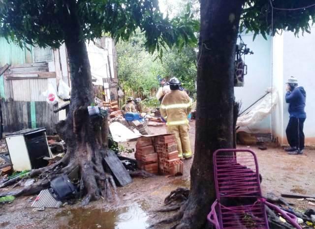 Los bomberos y policías en el sitio del crimen/ Foto: Gentileza P.N.