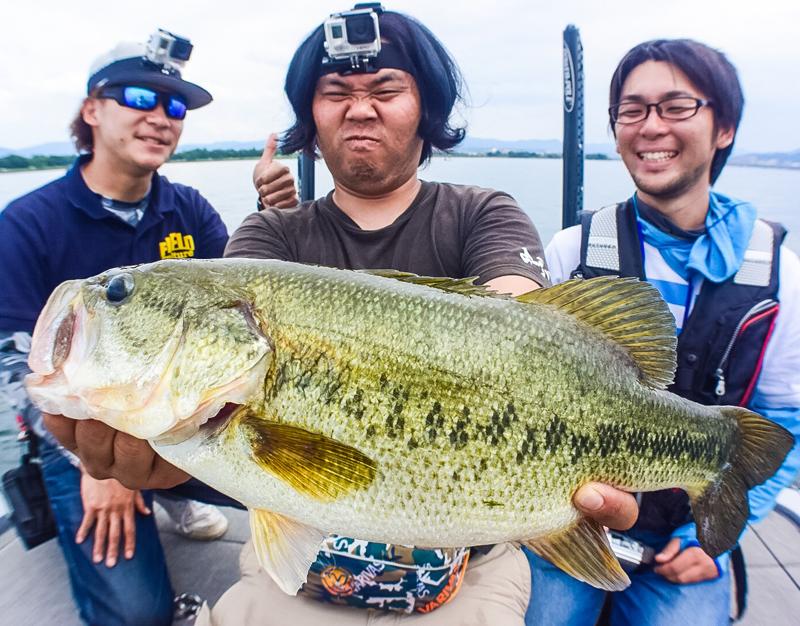 人気Youtuber釣りよかメンバー、フリックシェイクDSでナイスバス!