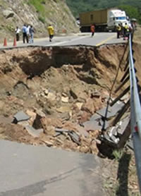 Recently rehabilitated Lusaka -Chirundu road damaged by rains[ZNBC]