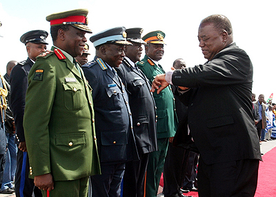 File:I didnt keep you waiting... President Rupiah Banda seems to tell defence chiefs who received him when he arrived from Swaziland where he went for a SADC meeting