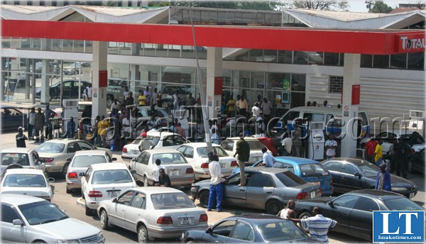 File:Motorists jostling for fuel in Kitwe during the 2009 fuel shortage