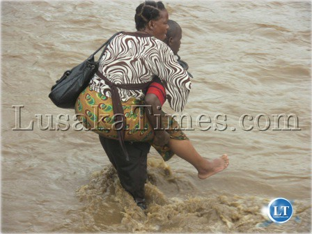 People struggling to cross the flooded Sikalamba stream in Sinazongwe district to go either to Choma or Lusaka