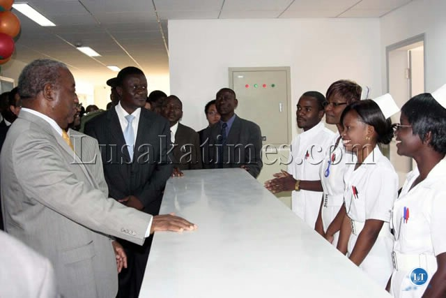President Banda having a chat with the nursing staff of the new Lusaka general Hospital