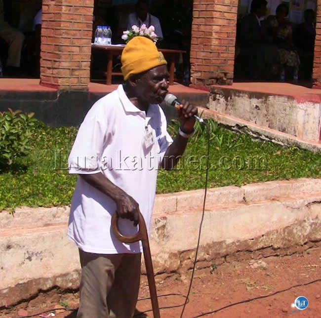 File:A surviving freedom fighter Abel Mulenga sings song during the Commemoration of African Freedom Day in Kasama.