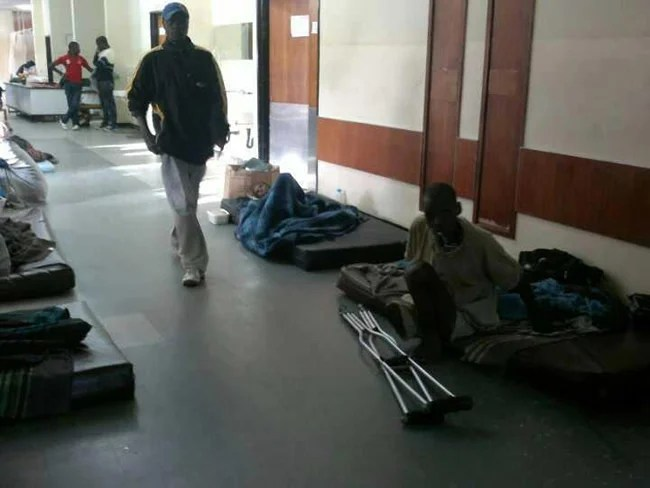 Patients sleeping on the floor at a ward in UTH