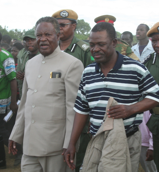 President Michael Sata walking to the rally arena upon arrival at meembe basic school grounds to drum up suport for the patriotic front candidate for the kapiri mposhi bye election Eddie Musonda , with his is (PF) general secretary Wynter Kabimba in lukanga swamps chipepo ward