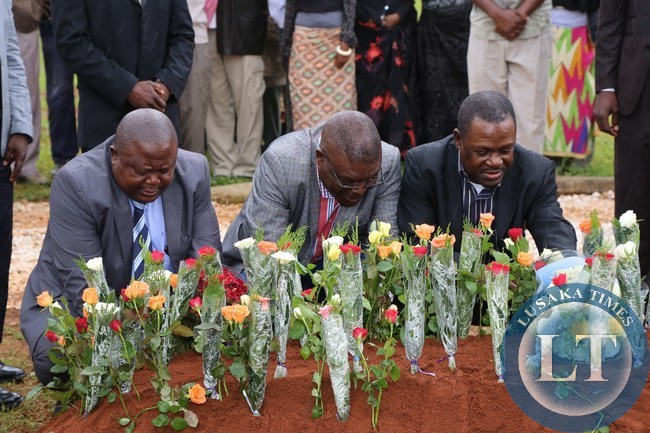 Rainbow Party President Wynter Kabimba and his senior party officials lays wreaths during the burial of the late former Chongwe District Commisioner Charles Mwambi at memorial park