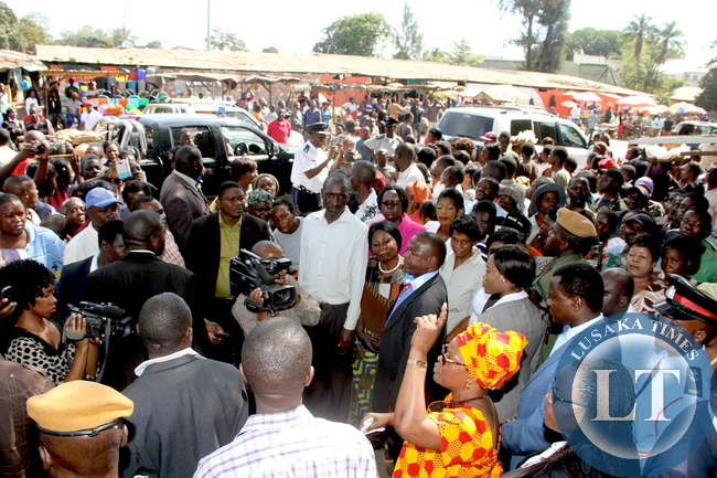 First Lady Esther Lungu addresses marketers in Kabwe  where she made a stop over en route to Kapiri Mposhi for Commemoration of the United Nations International Day  for the Family on May 14,2015