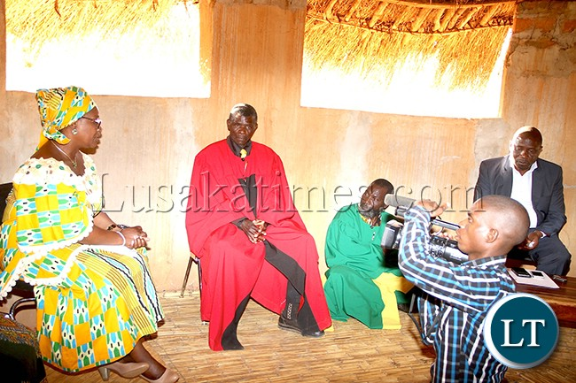 File: First Lady Meeting Chief Chikwanda