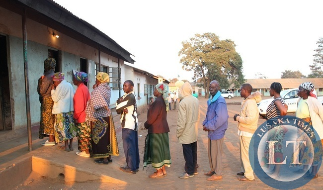 Residents of Petauke early this morning turned up to cast their vote in the quest to choose their leader of choice to represent them in parliament.Above the line up to vote