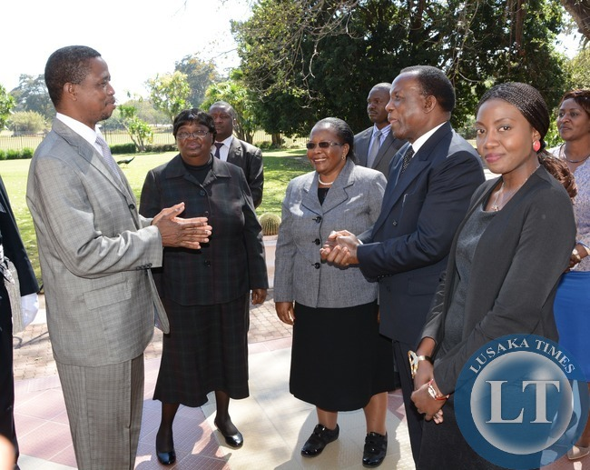 President Edgar Lungu chats with ECZ Chairperson Judge Essau Chulu looking on Ntembana Mwanamwambwa (r) Judge Hildah Chibomba (2nl) and Chief Justice Ireen Mambilima (third from left) at State House