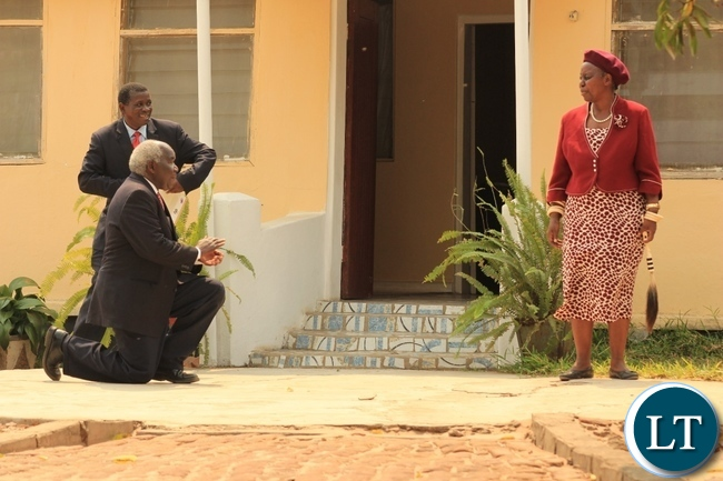 Deputy Minister of Home Affairs Col. Panji Kaunda (l) kneels before Her Royal Highness Litunga La Mboela (r) of Lwambi Chiefdom as Western Province Permanent Secretary Mwangala Liomba looks on during a courtesy call at the palace for the launch of Phase II of the 2015-2016 Mobile National Registration Card Exercise in Nalolo District, Western Province