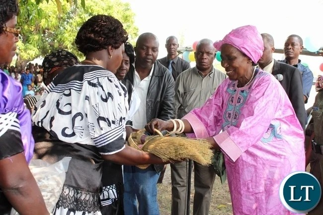 Vice President Inonge Wina (r) receives some straw traditional brooms from a women group in Liatoya area during an interaction with them in Nalolo District