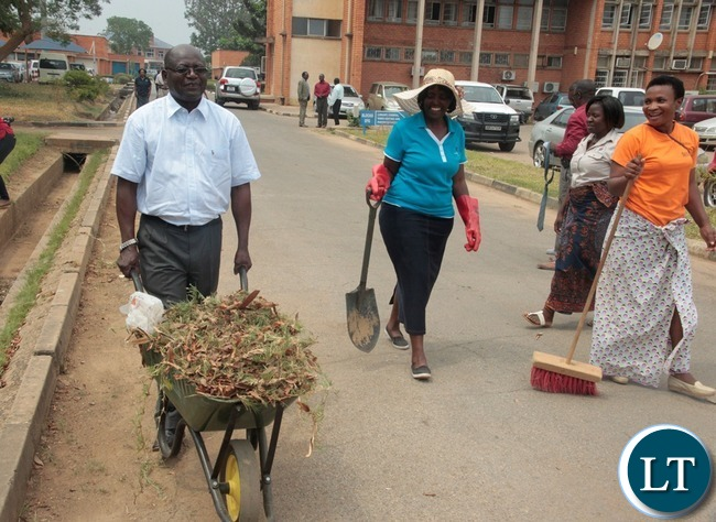 Ministry of Information and Broadcasting Service Permanent Secretary Godfrey Malama take the west on a wheelbarrow during the relaunch of KEEP ZAMBIA CLEAN at Mass media