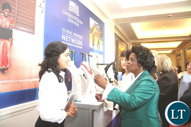 First Lady Esther Lungu talks to Akola Development manger  Hanna Paul when she toured women projects after attending  the First Ladies roundtable : improving maternal and Child Health  conference in Africa in Dallas , Texas  on Monday, September 21,2015  -Picture by THOMAS NSAMA
