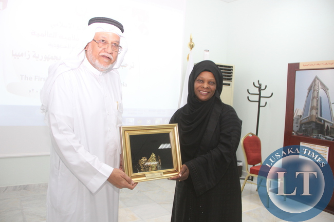 First Lady Esther Lungu receives a gift from the International Islamic relief Organisation Secretary General Ehssan Tayieb (L) during a meeting on Women Empowerment Programms and assistance to the vulnerable and many other charitable work. This was in Jeddah, Saudi Arabia on Saturday, October 17,2015 -Picture by THOMAS NSAMA
