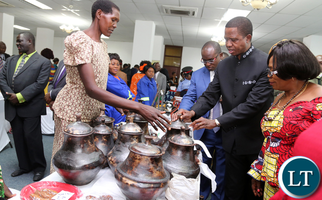 President Edgar Lungu talks to Margie Kabebdele of Mansa during the exhibition at Mulungushi confrence Centre for the National Women Economic Empowerment Expo, which was Promoting Young Women enterpreneurs as a Change agents for Natioanl development . Picture By Eddie Mwanaleza/ Statehouse. 13-10-2015.