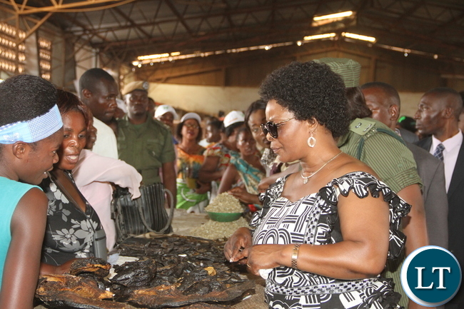 First Lady Esther Lungu buying fish during a tour of Kalulushi Market on the Copperbelt on Monday, November 2,2015 -Pictures by THOMAS NSAMA