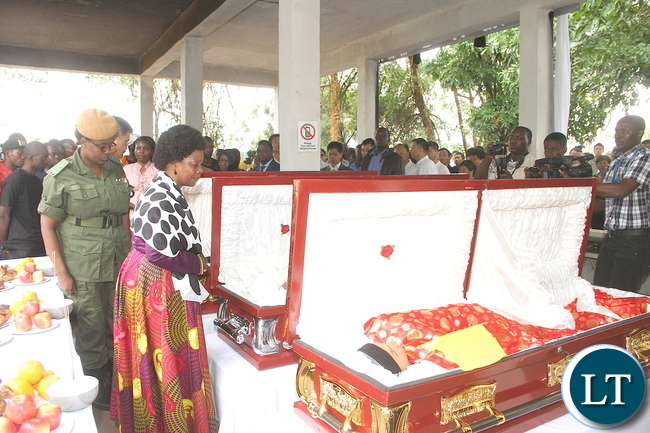 First Lady Esther Lungu pays her last respects during the burial of the three Chinese nationals who were murdered on the Copperbelt. This was at Kitwe-Chingola road Cemetery in Kitwe on Tuesday, November 3,2015 -Picture by THOMAS NSAMA