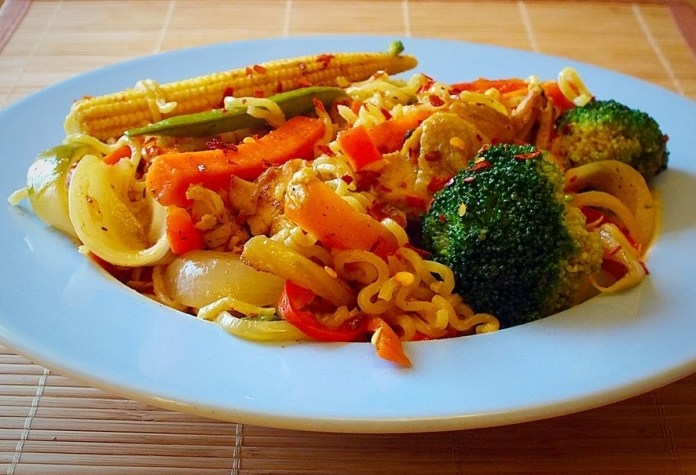 chicken noodle stir fry.jpg 2