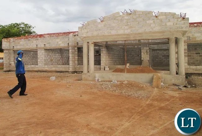 CHOMA District is receiving massive infrastructural projects for various departments of Government, a move which is firmly changing the facelift of the Southern Province Capital. Above, is the front part of a new Local Court being constructed by Chusaka Construction Limited adjacent to the old building. The project has reached an advanced stage