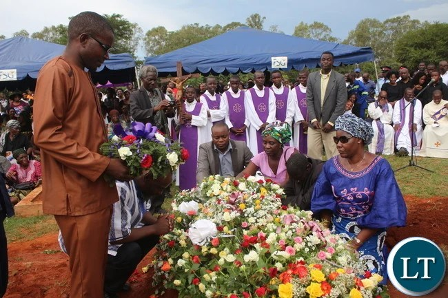 Cosmo Mumba and his Bodyguard laying wreaths