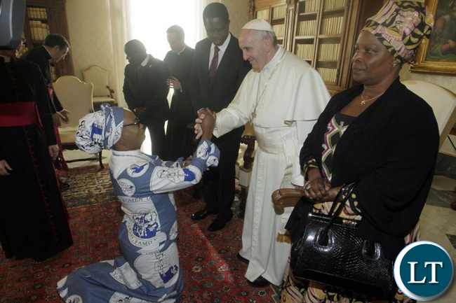 Mumbi Phiri shaking hands with Pope Francis