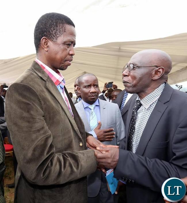 President Lungu talking to Chief Chitimukulu