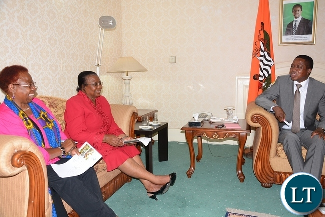 President Edgar Lungu speaks to NGOCC member of board of trustee Dorothy Hamwele (c) and NGOCC chairperson Sarah Lungwe at State House